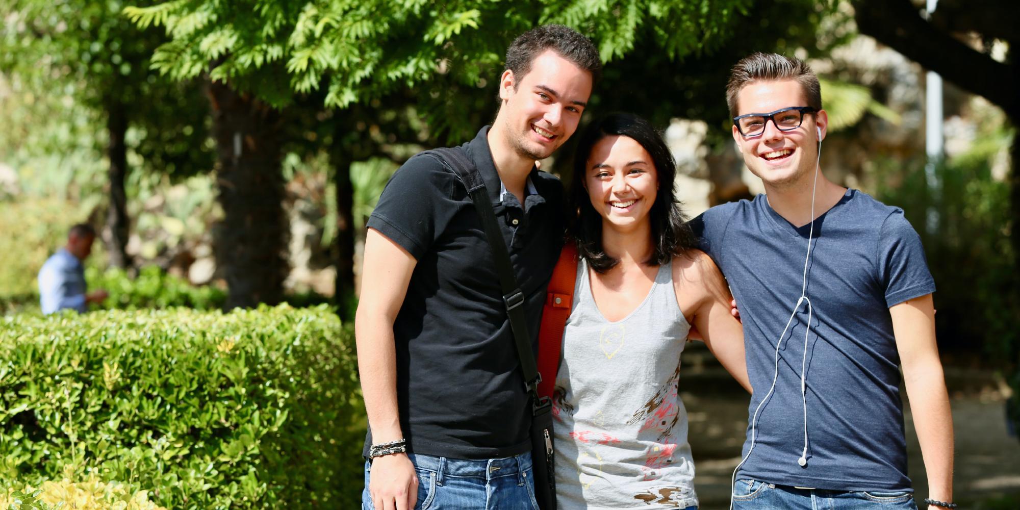 Groupe d'étudiants sur le campus Valrose